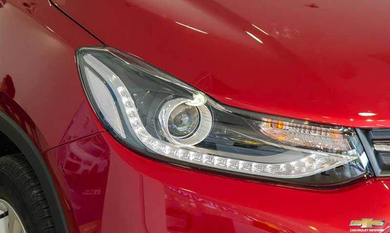 Đèn Halogen và dải đèn Led chiếu sáng ban ngày trên Chevrolet Trax