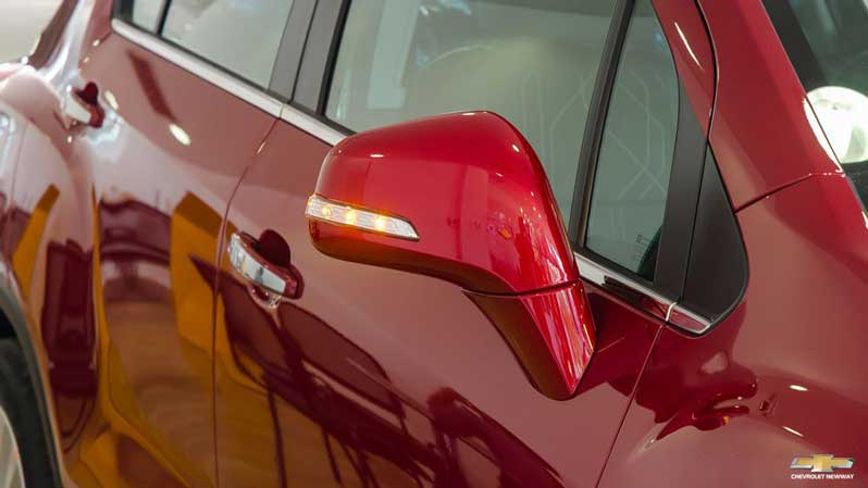 Gương chiếu hậu chỉnh điện trên xe Trax 2017