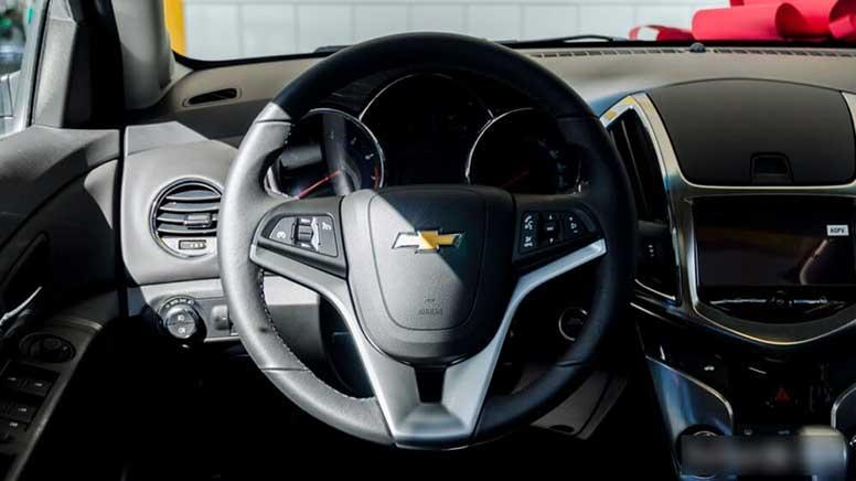 Hệ thống kiểm soát hành trình và điều khiển âm thanh tích hợp trên tay lái