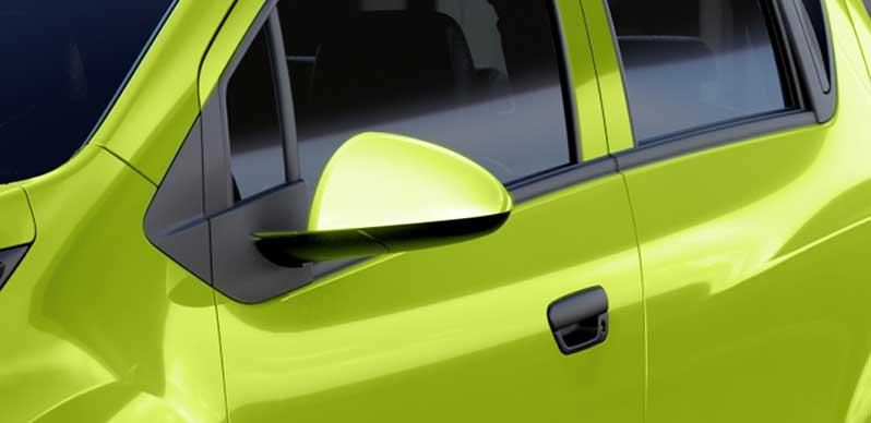 Gương chiếu hậu Chevrolet Spark Duo linh hoạt cùng màu với thân xe, chỉnh điện