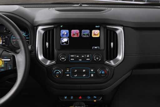 Màn hình 8 inch trên Chevrolet Colorado High Country rất hiện đại
