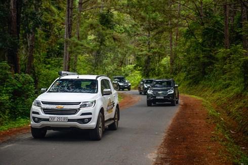 Kết thúc ngày đầu với những cung đường đèo dốc, đoàn tiếp tục hành trình đến với Mũi Điện (Phú Yên).
